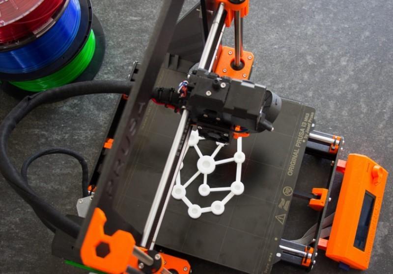 Le logo des Ingéniaux imprimé en blanc par l'imprimante 3D