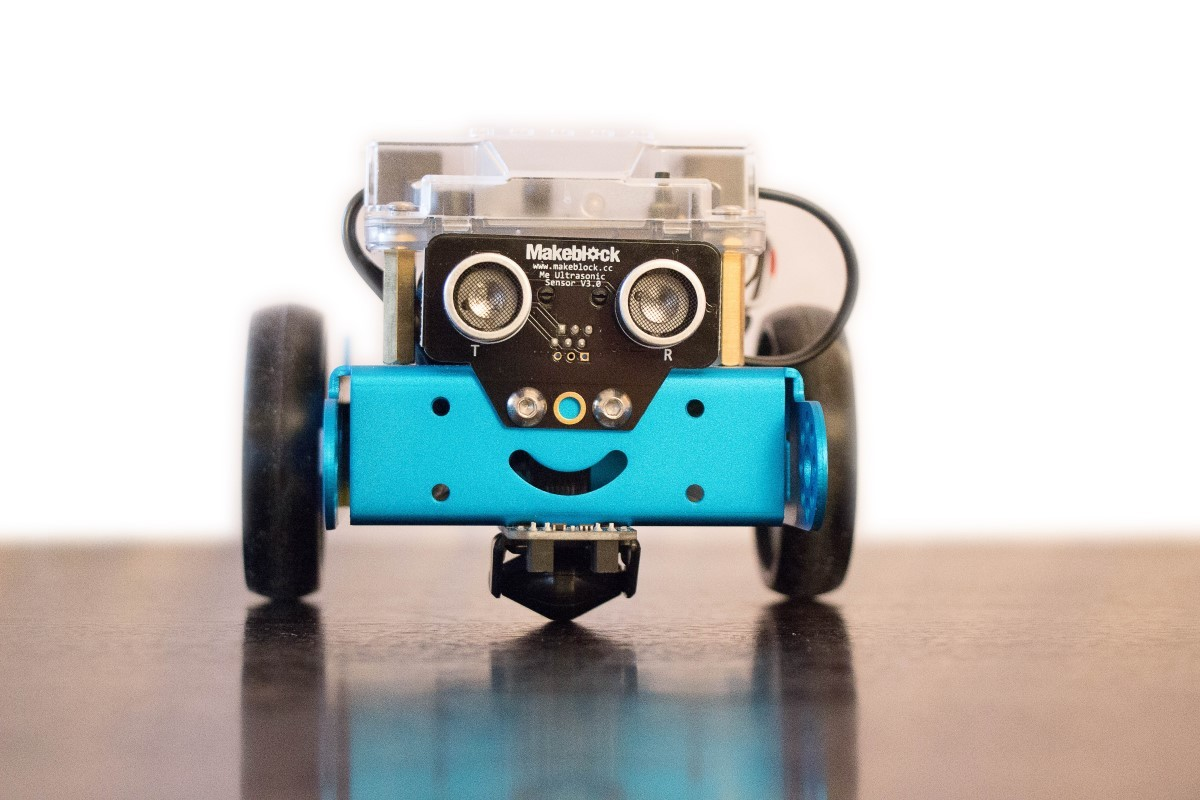 Apprendre la robotique à Paris: Un petit robot MBot très sympathique.