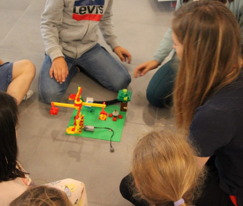 Un manège Lego motorisé
