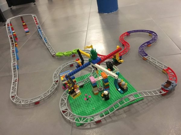 Une fantastique piste de fête foraine toute en Lego