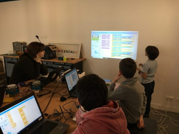 Une revue de code en groupe, pour détecter des bugs!
